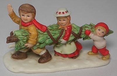 Geo Z Lefton 07828 Colonial Village Vanderspeck Children Carrying Tree Figurine
