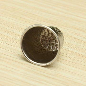 Man Friday Finger grip de alta calidad de costura Dedal Escudo Protector Para Pin Aguja