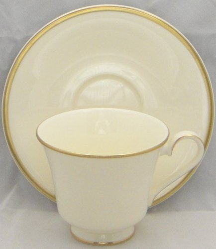 Royal Doulton Heather (Royal Doulton Heather (Gold Trim, Albion Shape) Saucer Only)