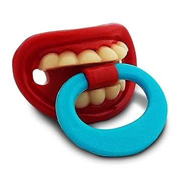 Humorística aro en el pezón del chupete con los dientes y ...