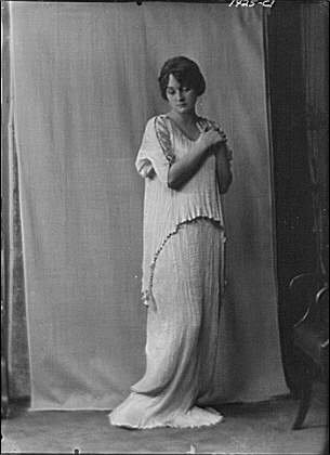 Photo: Mower,Margaret,Miss,portrait photograph,costume,curtain,women,Arnold Genthe,1916 (Portrait Of A Lady Movie Costumes)