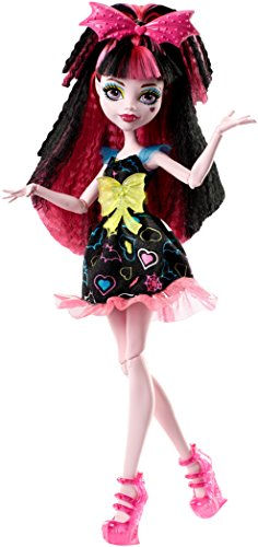 Monster High Electrified Hair-Raising Ghouls Draculaura Doll]()