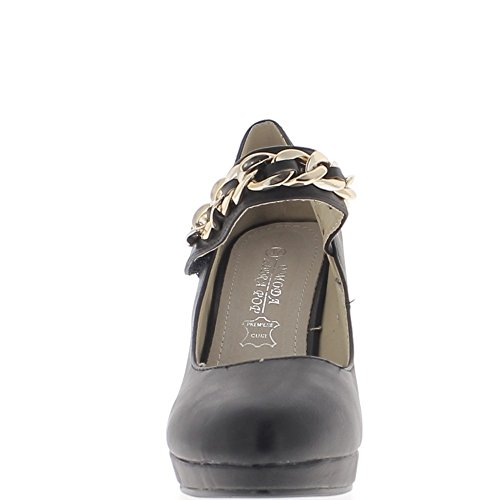 Zapatos negros con tacón fino de 10cm y la parte delantera del zapato
