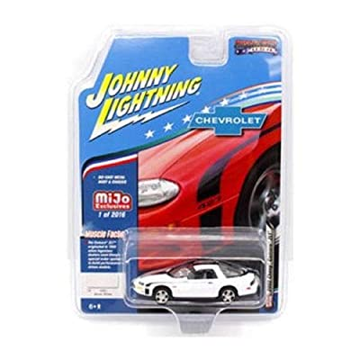 Johnny Lightning JLCP7139-24 2002 Chevrolet Camaro ZL1, White: Toys & Games