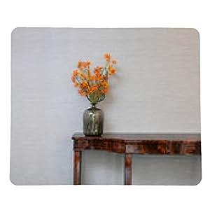 alfombrilla de ratón Aparador frente a una pared gris con jarrón de flores - rectangular - 23cm x 19 cm
