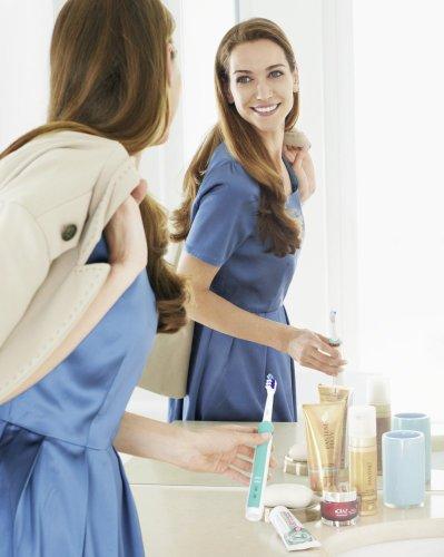 Braun Oral-B - Cepillo de dientes recargable TriZone 500 - con triple acción limpiadora 10