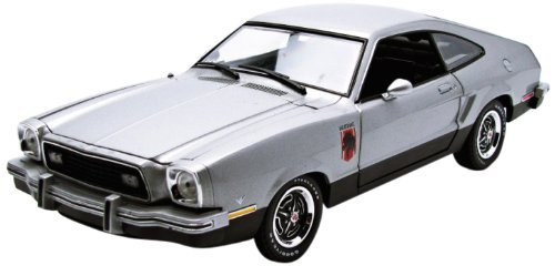 1/18 1976 Ford Mustang II Station(シルバー&ブラック) 12890