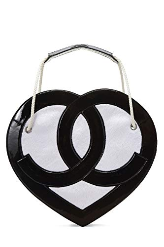 CHANEL Black & White Patent Leather Heart Shoulder Bag (Pre-Owned)