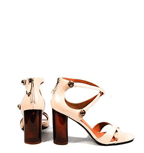 Calzature Donna WHAT FOR sandalo in pelle con punta ovale, cinturini incrociati e rifiniti da bottoncini, chiusura posteriore con zip Rosa