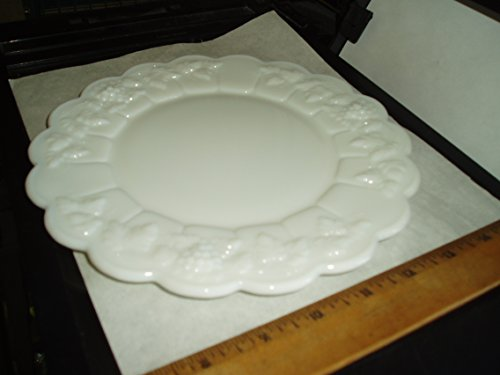 (Westmoreland Milk Glass 1950-1982 W with G Overlay on Back Grapes & Leaves Scalloped Edge Mint SALAD DESSERT FRUIT PLATE 8.5