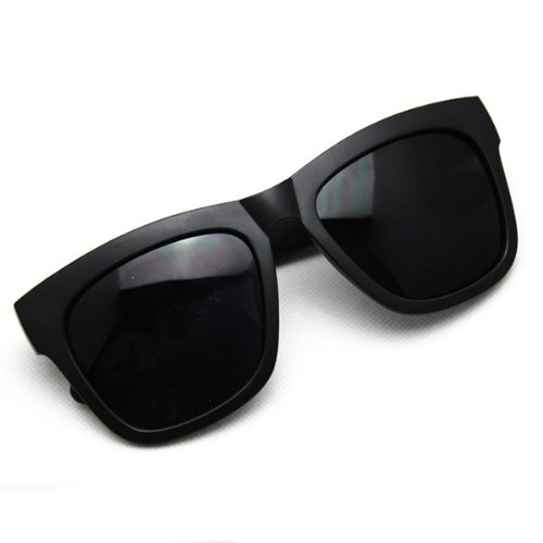 3b352a39f2 Amazon.com  2014 Hot New Fishon Retro Sunglasses the Same Style with Famous  Moving Stars (H)  Health   Personal Care