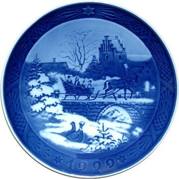 (Royal Copenhagen Annual Hand Decorated Christmas Plate 1999)