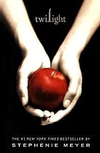 Paperback Twilight (The Twilight Saga, Book 1) Book