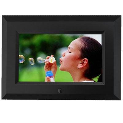 Sungale CD705 7-inch Digital Picture Frame by Sungale