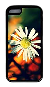 iPhone 5c case, Cute White Daisy Petals-Wallpaper iPhone 5c Cover, iPhone 5c Cases, Soft Black iPhone 5c Covers by Maris's Diary