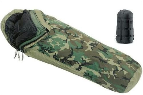 US Military 4-PC Weather Resistant Modular Sleep System with Waterproof Gore-Tex Cover ()