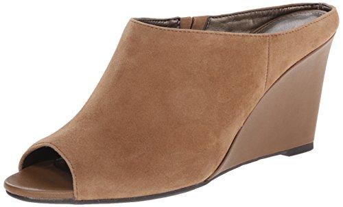 Bandolino Tade de las mujeres Suede Wedge Sandal Natural