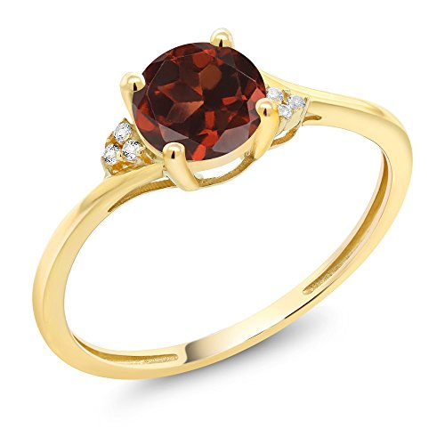Gem Stone King 10K Yellow Gold Red Garnet and Diamond Accent Engagement Ring 1.05 Ct Round (Size 7)