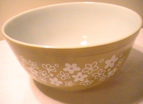 Corning Crazy Daisy ' Spring Blossom' 2 1/2-Quart Bowl