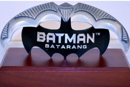 DC Direct JLA Trophy Room: Batman: The Official Batarang Mini Prop (Jla Trophy Room)
