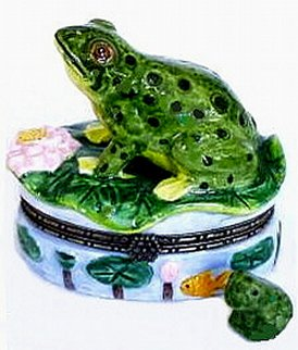 Green Leopard Frog on Lily Pad 2pc Porcelain Hinged Treasure Box (Sassy Lily Pad)