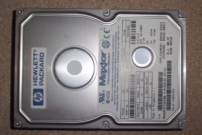HP D9421-69001 18.2GB hot-swap Ultra3 SCSI hard drive module - 15, 000 RPM, low profile - Includes drive, hot-swap tray, SCA extender, and bezel spacer