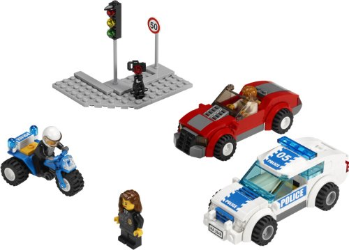 3648 POLICE CHASE Special Edition LEGO 2011 City Series 173pc Set (Includes 3 Minifigures)