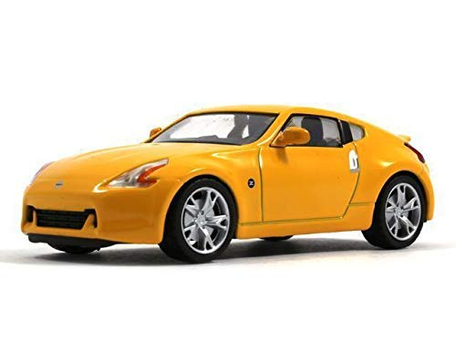 Nissan 370Z Yellow Color 1:43 Scale Japanese Sports Car Diecast Model 2008 Year