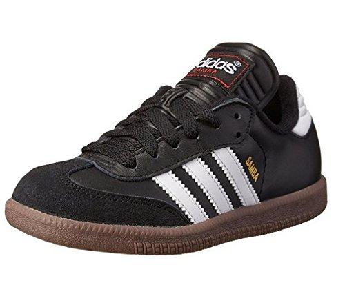 Soccer Shoe, Black/White, 5 M US Big Kid ()