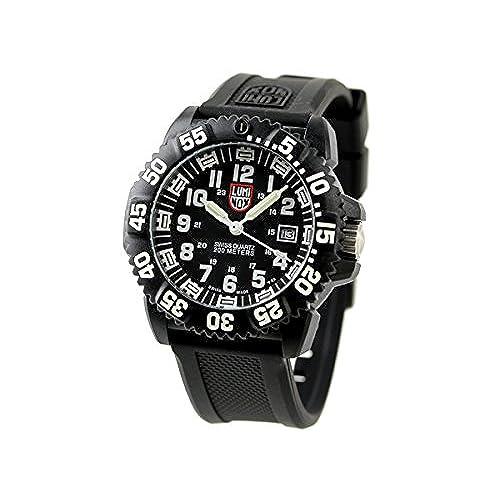 アメリカ発フォッシルの腕時計はカジュアルウォッチとして20~30代に人気!このNEUTRAは12時と6時の位置にローマ数字を配したサテン仕上げのグレーダイヤル、クロノグラフムーブメント、柔らかなレザーストラップが特徴。