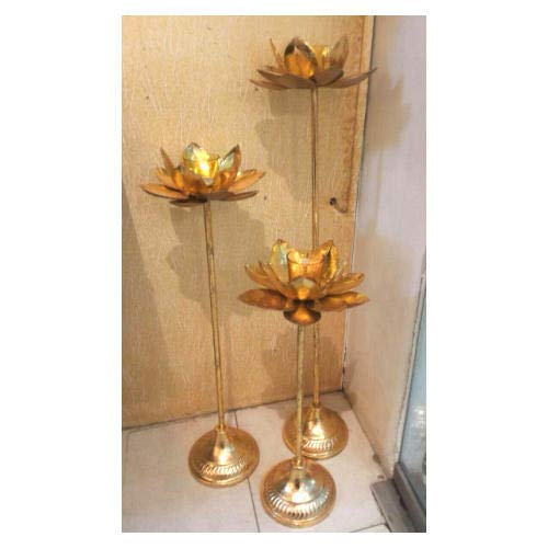 Buy Partyhut Handcrafted Decorative 3 Big Lotus Leaf Floor Stand With Glass Tealight Holder Golden Online At Low Prices In India Amazon In
