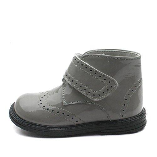 SB163 Studio BIMBI Brogue Bootee w/velcro strap High Back for Boys/Girls in Patent >      > Botas brogue con correa de velcro respaldo alto para los niños / niñas en charol Grey (Gris)