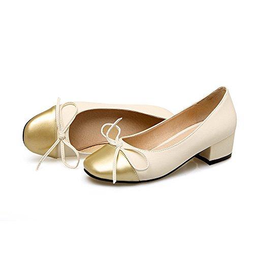 AllhqFashion Damen Niedriger Absatz Gemischte Farbe Ziehen auf PU Quadratisch Zehe Pumps Schuhe Cremefarben