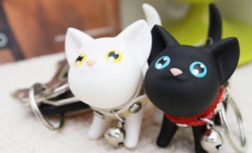 とっても愛くるしい小猫 猫 キーホルダー 白黒2個セット/小物/グッズ