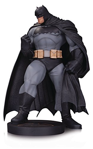 (DC Collectibles Designer Series: Batman by Andy Kubert Mini Statue)