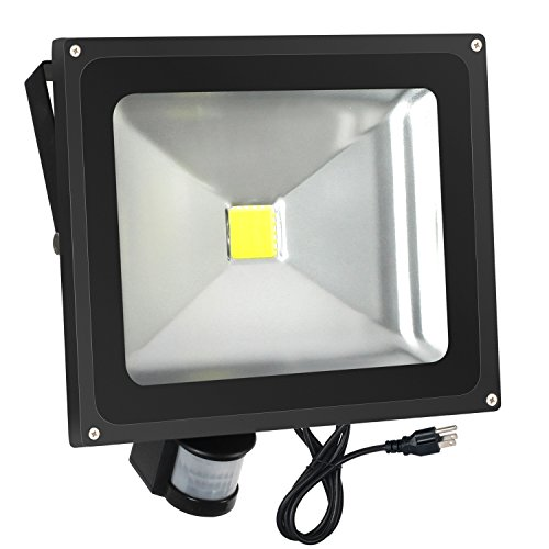 Outdoor Security Light With Outlet in US - 1