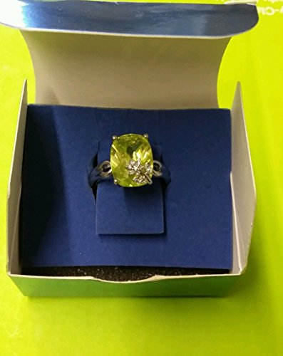 Avon Bold Ring with Flower Accent Larg/green Avon And Flower Ring