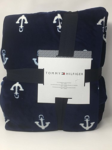 tommy-hilfiger-navy-blue-with-white-anchors-full-queen-plush-blanket