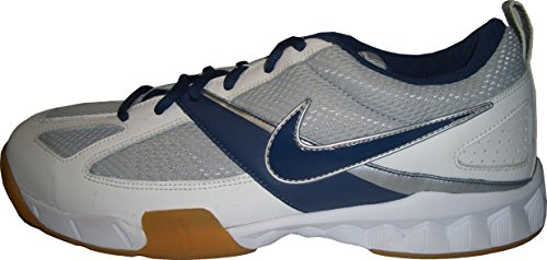 Nike Indoor Court - Allround Hallenschuhe - Ideal für alle Indoor Sportarten, Abriebfeste Außensohle mit Fischgrätprofil und Drehteller, Weiß-Grau/Blau, Größe Euro 42,5 / US 9 / UK 8 / 27 cm