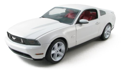 1:18 2010 Ford Mustang GT Performance White (2010 Mustang Gt)