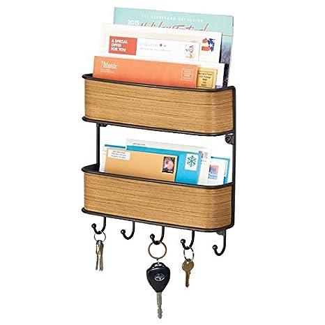 mDesign Organizador de llaves con ganchos – Colgador de llaves de madera de teca con detalles en bronce – Organizador de cartas con dos bandejas ...