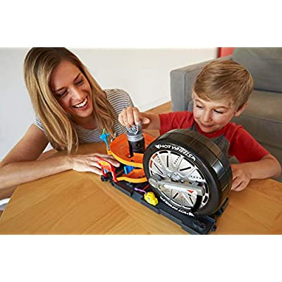 Hot Wheels City Super Spin Tire Shop Playset: Toys & Games