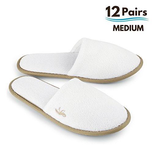 BERGMAN KELLY Spa Slippers, Closed Toe (White, Cocoa Trim, 12 Pairs Size Medium) Disposable Indoor Hotel Slippers for Men and Women, Fluffy Coral Fleece, Deluxe Padded Sole for Extra Comfort