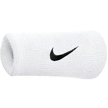 eb93d0109 Nike Schweißband Swoosh Doublewide Wristbands (2er Pack) - Muñequera de  Fitness para Hombre: Amazon.es: Deportes y aire libre