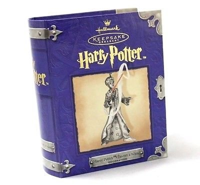 2001 Hallmark HARRY POTTER CHOOSES A WAND Ornament~~VERY RARE~~