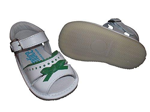Zapatos sandalias para bebé con lazo, suela fina, flexible y antideslizante. Zapatitos hechos en España en piel. Verde