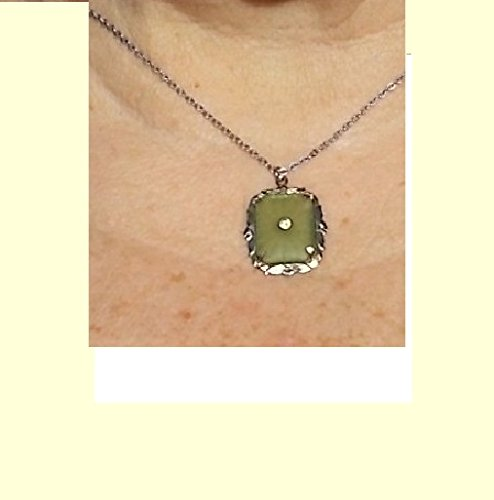 1940s Lovely Pale Green Camphor Glass Rhodium Pendant Silver Plate Necklacee. With Round Faceted Rhinestone. Excellent Condition (Faceted Rhodium Glass)