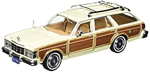 Motormax 124 1979 Chrysler LeBaron Town and Country Vehicle
