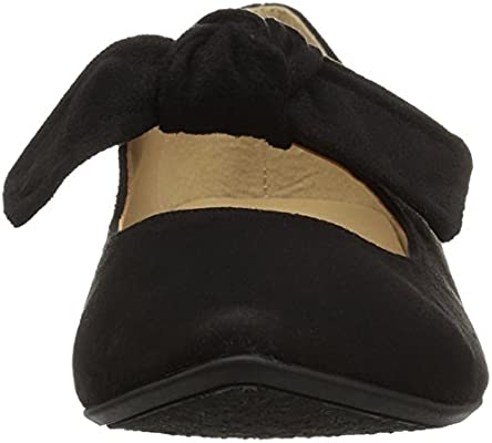 1b64317c89c43 CL by Chinese Laundry Women's Singer Pointed Toe Flat, Black Super ...