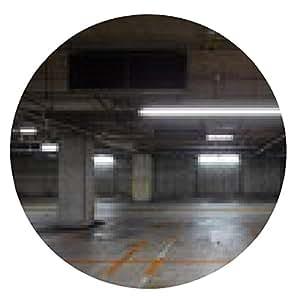 alfombrilla de ratón El espacio vacío en un estacionamiento bajo techo - ronda - 20cm